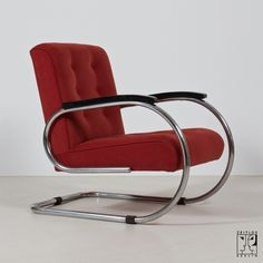 Streamline armchair in the style of the German Modernism. Zeitlos Berlin.