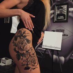 So Hot and Gorgeous Rose Tattoos on Thigh Baby Tattoos, Dream Tattoos, Hot Tattoos, Pretty Tattoos, Body Art Tattoos, Girl Tattoos, Tatoos, Tattoos Of Roses, Hot Tattoo Girls