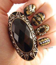 Black & Gold Tribal. From accesories to my nails, I like to match.