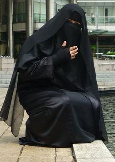 Open black abaya and ni8qaab