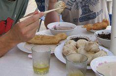 Mongolië In Mongolië pakken ze het iets anders aan en gaan ze voor gekookt schapenvlees met rijst of melkproducten.