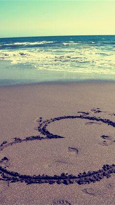 Amor escrito nas areias da praia.