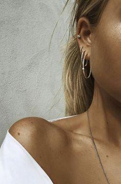 Piercing piercing o pearcing Piercings Bonitos, Crystal Earrings, Hoop Earrings, Cute Ear Piercings, Peircings, Piercing Tattoo, Looks Style, Diamond Are A Girls Best Friend, Ear Piercings