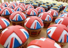 British Jubilee Cupcakes pinned by www.funkyfabrix.com.au