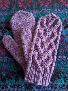 Ravelry: Bellevue Mittens pattern by Elizabeth McCarten free pattern Knitted Mittens Pattern, Cable Knitting Patterns, Knit Mittens, Knitted Gloves, Double Knitting, Hat Patterns, Stitch Patterns, Vogue Knitting, Knitting Yarn