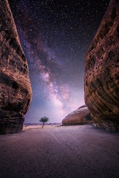 Desert near the oasis city of Al-Ula, Saudi Arabia I love places so remote that there's no light pollution and you can see how many stars there really are in the night sky. Plus the arm of the milky way - fantastic! Night Photography, Landscape Photography, Nature Photography, Cool Photos, Beautiful Pictures, Milky Way, Amazing Nature, Night Skies, Sky At Night