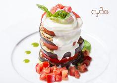 Avete voglia di un #piatto gustoso e saporito con gusto #naturale? #Oggi è il vostro #giorno fortunato, l´ avete trovato!   #Millefoglie di #melanzane con #mozzarella di #bufala campana e salsa al #parmigiano. #cyboroma #cybo #roma #rome #ristorante #restaurantrome #italian #restaurant ##romefood #romacentro #foodphotography #italianfood #mediterraneanfood #buonappetito