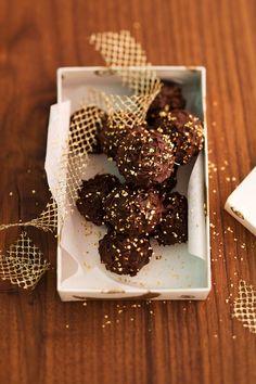Milchreisbällchen in der Schokoladenhülle | Zeit: 35 Min. | http://eatsmarter.de/rezepte/milchreisbaellchen-in-der-schokoladenhuelle
