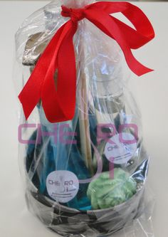 Kit com: aromatizador grande, renovador de lençol, sabonete glicerinado em barra (rosa). E de brinde uma linda caixa artesanal!