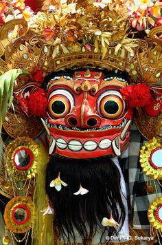 budha kliwon pahang on bali Paradise Island, World Cultures, Photo Library, Holiday Fun, Barong Bali, Beautiful Places, Halloween, Java, Masks