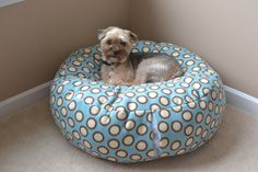 Loki got a new bed today and the weather held out for photos, so you all get a new tutorial! Read below to learn how to make this cute fluffy fleece dog bed! I've made… four of these no…