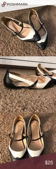 ADORABLE flats!! I purchased these from ModCloth a year or so ago and have received countless compliments on them! EUC! Modcloth Shoes Flats & Loafers