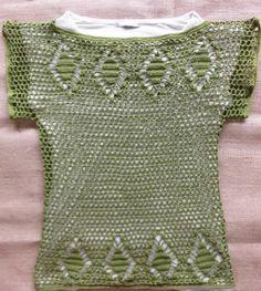 Blusa de crochê verde. Green crochet blouse.