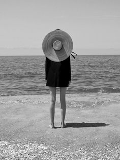 Black and White Beach Photography: Guide Take Better Photos – B & W Photography ltd Beach Photos, Cool Photos, Black And White Beach, Photo Vintage, Black And White Aesthetic, Summer Aesthetic, Mode Inspiration, Travel Inspiration, White Fashion