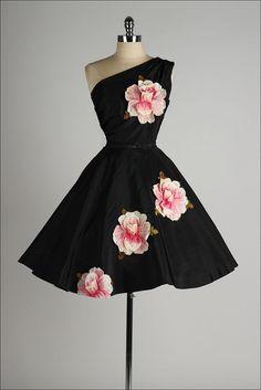 vintage 1950s dress . black taffeta . von millstreetvintage auf Etsy
