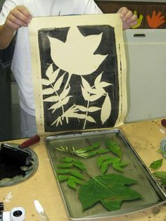 This may be the coolest thing I've ever seen . definitely the coolest use of gelatin EVER . printmaking with leaves, printing ink, and a cookie sheet of gelatin. Who would of thought? Spring Activities, Art Activities, Leaf Projects, Art Projects, Painting For Kids, Art For Kids, Classe D'art, Chalk Pastels, Illuminated Letters