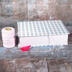 Kasten-in-Rosa-Grau-Tönen, Box