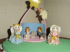 Casita de cartón y figuritas de porcelanicrón