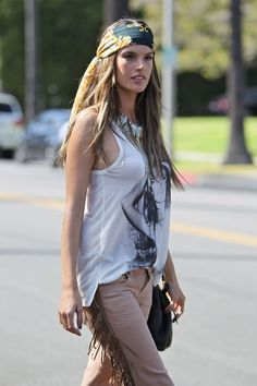 Alessandra Ambrossio - modern hippie urban boho bohemian style look. For more followwww.pinterest.com/ninayayand stay positively #pinspired #pinspire @ninayay