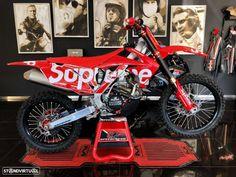 Honda CRF  250R Supreme by SpeedFreak Honda Dirt Bike, Dirt Bike Racing, Bmw 118, Hummer H2, Mini Countryman, Peugeot, Dirt Bike Room, Supreme Iphone Wallpaper, Cool Dirt Bikes