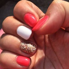 Pretty summer nails to match the sunshine : )