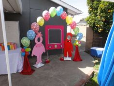 Love this idea for pictures at a Yo Gabba Gabba party!    CatchMyParty.com
