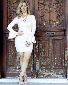 Vestido para melhor namorada  do mundo. Em tecido de suede c/manga flare. Valor :199,90  ✔www.santollo.com.br   DÚVIDAS ❓❔ Ligue para : Comercial (34) 33166586 /WhatsApp (34) 988112985  e-mail: santollomodas@hotmail.com