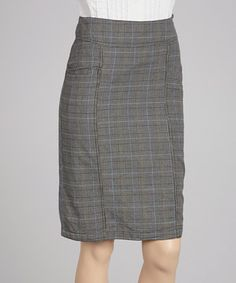 It's a style maven's dream when fashion and function fuse together. This structured pencil skirt presents a perfect plaid finish with stylish side pockets and a soft, lightweight construction.