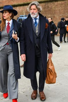 Finding a gentlemen guide to get effortless chic? Here is the right place to enjoy some smart fashion for men. Men with style get their gentlemen outfit down with suit and accessories. Older Mens Fashion, Suit Fashion, Smart Casual Men, Stylish Men, Dapper Day Outfits, Designer Suits For Men, Stylish Couple, Suit Up, Classy Men