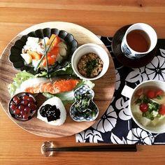 いろいろなデザインの小鉢・小皿を並べるとこんなに豪華な和ンプレートに!ランチョンマットとのコーディネートも真似したいですね。