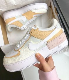 After the success of the Nike Air Force 1 Shadow Pale Ivory, Nike came with these Air Force 1 Shadow SE (spruce aura). They were released on December Sneakers Mode, Sneakers Fashion, Fashion Shoes, Nike Sneakers, Summer Sneakers, Sneakers Design, Winter Sneakers, Tennis Fashion, Nike Fashion