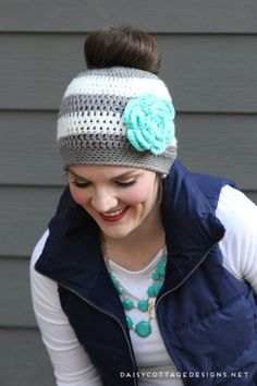 Easy ponytail hat crochet pattern from Daisy Cottage Designs. Whip up this messy bun hat in no time at all and put a smile on your friends' faces.