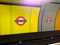 Station de métro Baker Street - Londres, Angleterre Baker Street, Tech Logos, Branding Design, Tube, Motivation, London England, Wayfarer, Good Ideas, Makeup