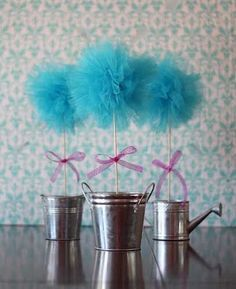 Amy's Craft Bucket: Tulle Pom Pom Topiary DIY (could use mason jars or regular vases for the base and put anything in the bottom to hide a styrofoam base) Tulle Poms, Tulle Balls, Pom Poms, Festa Party, Diy Party, Party Ideas, Party Favors, Tulle Crafts, Diy Crafts