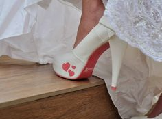 Wedding shoes ♥ Bride shoes ♥ Sapato de noiva ♥ #bride #weddingshoes #shoes #handmade #handpainted #bride #vestidodenoiva #art #artshoes #brideshoes #weddingshoes #noiva #sapatodenoiva #wedding #inspiration #design #designshoes #bridal #bridalshoes #casamento #sapatos #sapato #heart #coração  www.lapupa.com.br