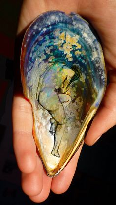 PAINTING OF LADY RESTING, IN AN OYSTER SHELL! | Flickr - Photo Sharing! from: http://www.flickr.com/photos/49214184@N07/4990399405/in/faves-33758977@N08/ (via We Heart it)