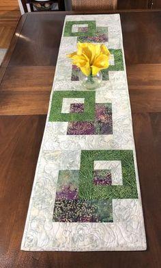 Quilted Tablerunner Beige Green & Wine Modern Batik Table