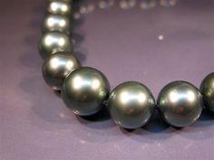 poerava (tahitian black pearl)