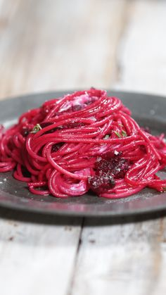 Recipe with video instructions: Have you ever seen anything so majestically purple? Didn't think so Ingredients: 4 medium raw purple beetroots, 170 grams spelt spaghetti, Olive oil, 2 Garlic. Beet Recipes, Pasta Recipes, Soup Recipes, Cooking Recipes, Ground Turkey Soup, Tastemade Recipes, Healthy Recepies, Good Food, Yummy Food