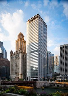 The Kemper Buildings 41st floor is the citys first 360-degree observation deck and puts you face-to-face with amazing architecture. Must see! https://www.openhousechicago.org/site/242/ (photo courtesy of Pete Hill) Neighborhood: Downtown