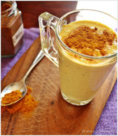 Lassi with turmeric & ginger (shake cu turmeric, ghimbir si catina & lapte pt imunitate) Healthy Snacks, Healthy Recipes, Lassi, Breakfast Smoothies, Turmeric, Peanut Butter, Remedies, Health Fitness, Pudding