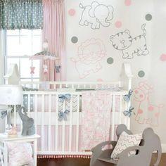 diseño de habitación de bebé rosa y gris