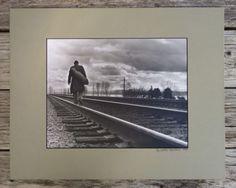 Vintage-Original-Photo-of-a-Hobo-Tramp-Walking-the-Rails-Bindlestiff-Art