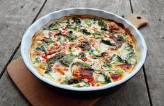 Vkusnoteka: fritatta with broccoli, spinach and red peppers