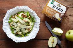 Μπορεί μια σαλάτα να γίνει κανονικό γεύμα; Εάν τη φτιάξετε με κοτόπουλο και Χωριό γραβιέρα, όπως στην Κέρκυρα, σίγουρα μπορεί! Ορίστε και η συνταγή! Cabbage, Salad, Vegetables, Recipes, Food, Recipies, Essen, Cabbages, Salads