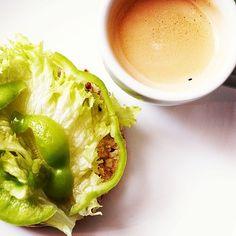 .хлебец цельнозерновой,риет из лосося, лист салата, перец, лимон ... И карамельный эспрессо