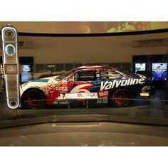 Mark Martin Action Racing 1998 #6 Valvoline NASCAR Hall of Fame 1:24 Class of 2017 Die-Cast Ford Taurus