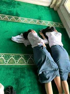 Hijabi Girl, Girl Hijab, Hot Muslim, Beautiful Celebrities, Beautiful Women, Burmese Girls, Myanmar Women, Arab Girls Hijab, Cute Young Girl