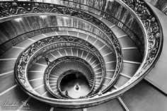Treppenhaus (Stiegenhaus) in den Vatikanischen Museen in Rom, Italien.