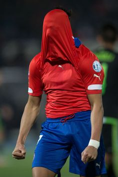 Alexis Sanchez of Chile laments after missing a chance at goal during the 2015 Copa America Chile Group A match between Chile and Mexico at Nacional Stadium on June 2015 in Santiago, Chile. Football Soccer, Football Players, Alexis Sanchez, Fifa, Sports Mix, Sexy Men, Sexy Guys, Hot Men, Messi And Ronaldo